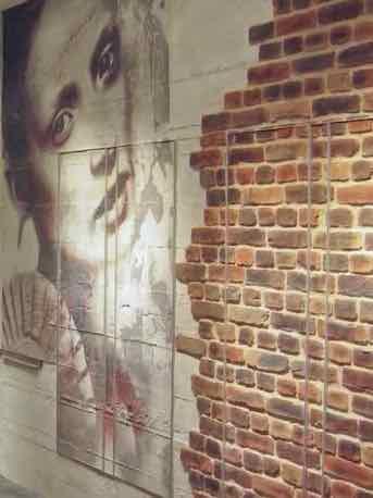 Resalta la belleza de las paredes de ladrillo rojo